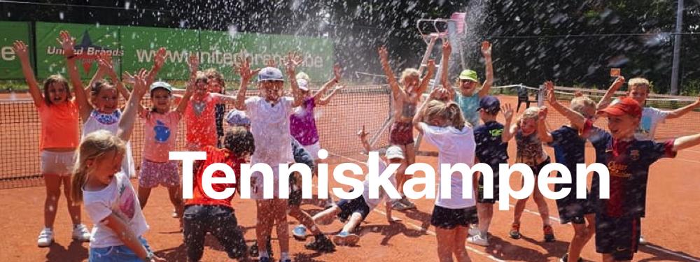 Tenniskampen tijdens de zomer